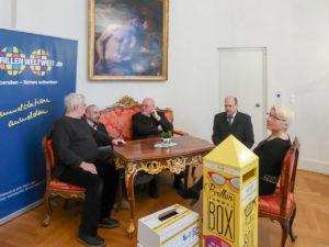 Kardinal Marx und Vertreter von Brillen Weltweit und dem DKBW