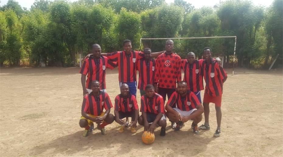 Fußball-Trikots für Kamerun · Foto: privat